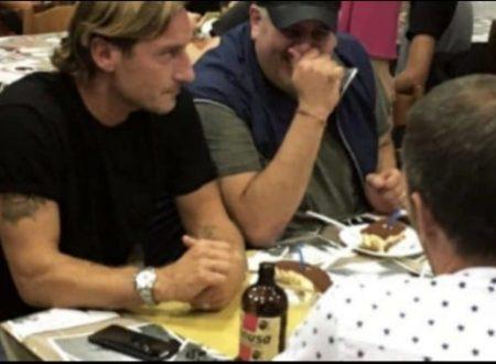 Francesco Totti, compleanno il pizzeria con Ilary Blasi e figli